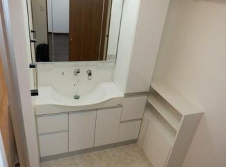岐阜市鹿島町中古マンション!独立洗面台、小物を置くことができて便利です