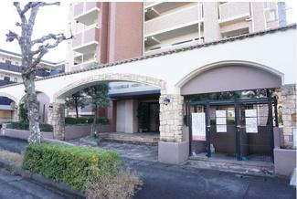 落ち着いたエントランスです。岐阜市領下中古マンション!細畑駅から徒歩8分。