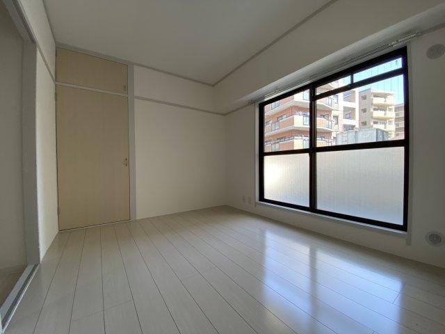 バルコニーに面した洋室はエアコンの設置が可能なので主寝室しておすすめです3