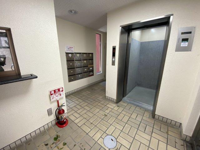 エレベーターは大規模修繕で修繕済み#