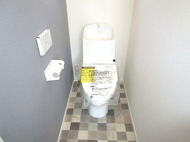 各階に手洗付きウォシュレットトイレ