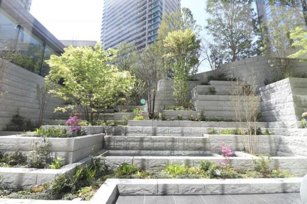 【プライベートガーデン】水と緑で織りなす、立体的でダイナミックな庭園創造。時の移ろいを八季で表現する「プライベートガーデン」
