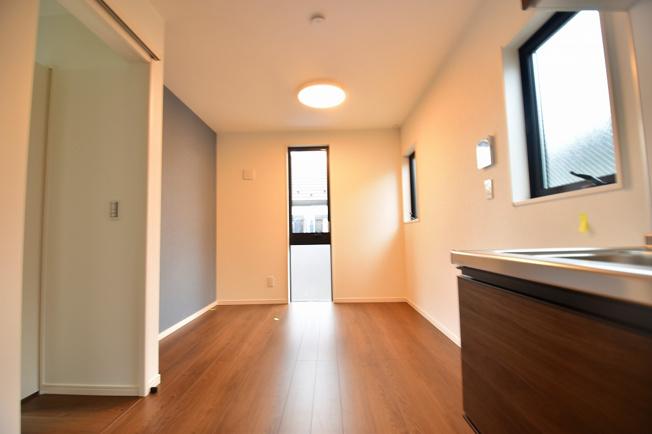 LDK7.5帖の空間は明り取りの窓からからも光の集まる陽だまりの空間です。