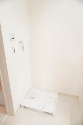 ワンタッチ式の給水栓!ドラム式の洗濯機も入るサイズですが、お手持ちのサイズが入るか要確認です!