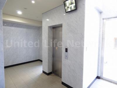 モニター付きエレベーター