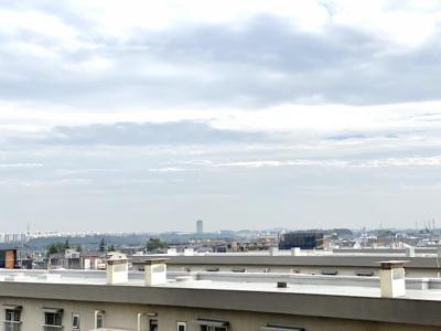 丁度向かい側の建物が被らない階なので、眺望も良く風通しも良いです。