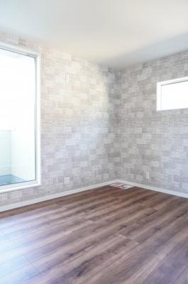【東側洋室約7.5帖】 メインバルコニーに面する居室は 明るく広く主寝室向きです。 大型ウォークインクローゼットも完備。 荷物も部屋に溢れる事なく広く使えます。
