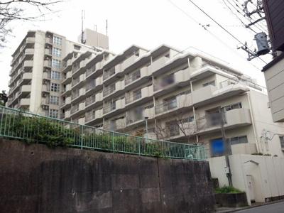 横浜線「大口」駅徒歩5分!駅近ならではの便利な住環境も魅力的です。 公園が隣接しており子育てにも適した環境です。