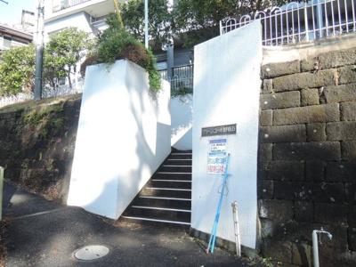 京急本線「黄金町」駅徒歩8分、横浜市営地下鉄ブルーライン「阪東橋」駅徒歩11分。 忙しい朝が助かる立地、暮らしにゆとりが生まれます。