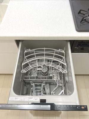 食洗機です。 ストレスになりがちな毎日の洗い物も楽々できます。