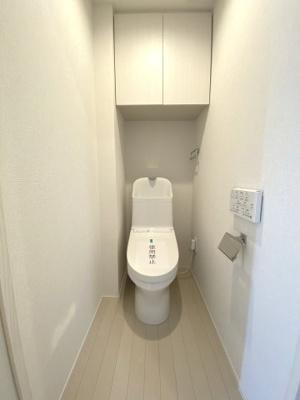 ウォッシュレット付トイレです。 今では出先で付いているのが当たり前の設備が標準装備。 毎日使う場所だから、より快適な空間に仕上げられています。