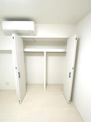 各居室に収納スペースがあります。 衣類や荷物がたくさんある方でも安心して収納できます。