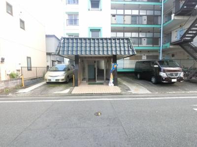 川崎大師駅徒歩16分。 川崎駅行きのバス便豊富です。