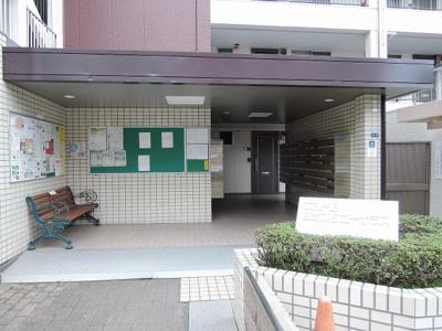 東急東横線・東急目黒線・横浜市営地下鉄グリーンライン「日吉」駅徒歩6分と好立地。 通勤時間の短縮でご家族と過ごす時間を増やす事が出来ます。