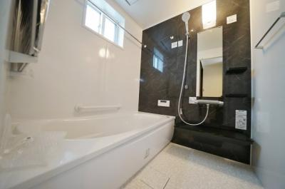 【浴室】高台の閑静な住宅街!LDKは14.7帖の3SLDK♪カースペース2台♪保土ヶ谷区桜ヶ丘2丁目 全3棟新築戸建
