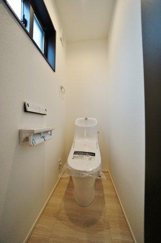 【トイレ】高台の閑静な住宅街!LDKは14.7帖の3SLDK♪カースペース2台♪保土ヶ谷区桜ヶ丘2丁目 全3棟新築戸建