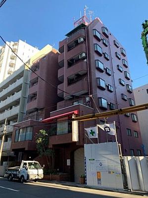 東京メトロ南北線・都営大江戸線「麻布十番」駅徒歩約7分のマンションです。