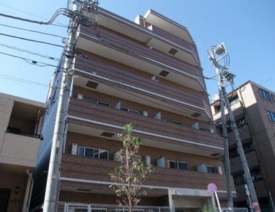 鉄筋コンクリート造のがっしりした建物。
