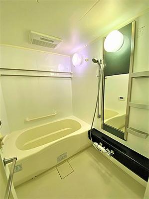 広々とした浴室で、ゆったりとお過ごしいただけます。