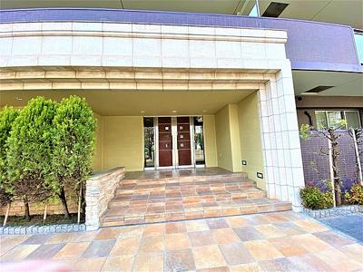 訪れた人を迎えるのはゆったりとしたエントランスホール、優雅な雰囲気でお出迎え。