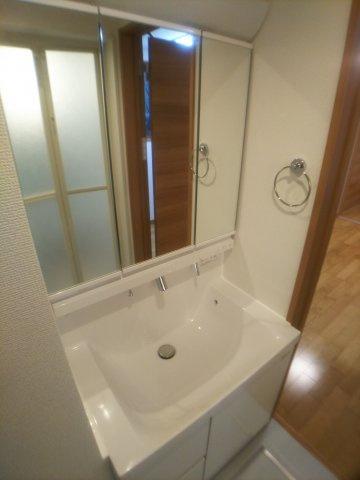 三面鏡つき独立洗面台