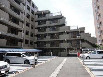 来客用の駐車場も完備。