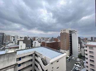 周辺に高い建物・視界を遮る建物がないので眺望◎日当り風通しもGOOD♪ 最上階からの景色はこのお部屋の特権です♪