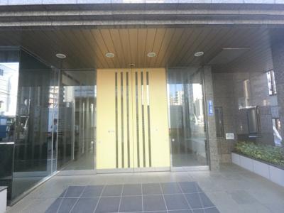 戸部駅徒歩4分・横浜駅まで徒歩15分の好立地。 エントランスもきれいです。