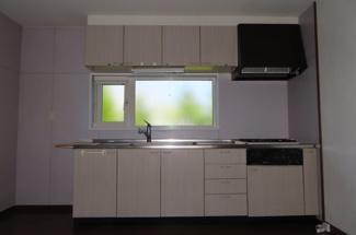 収納が豊富なキッチンです。