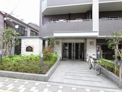 横浜市営地下鉄ブルーライン「阪東橋」駅徒歩2分、京急本線「黄金町」駅徒歩5分。 忙しい朝が助かる立地、暮らしにゆとりが生まれます。