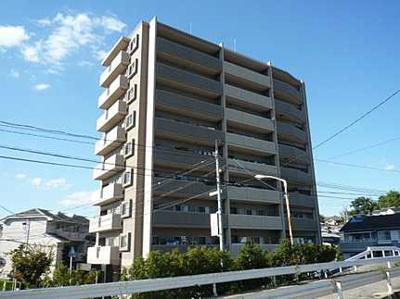 【耐震性】 耐震性の高さを判断するポイントは、 建築確認申請日が1981年6月1日以降の 新耐震基準に適合しているかどうか。 震度6程度の大地震でも 建物が崩壊しないレベルが基準になりました。