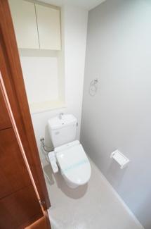 衛生面で特に気になる水周りに関してはキレイにリフォームが成されています。トイレの温水洗浄便座付き便器も新規交換されており、快適にご利用頂けます。