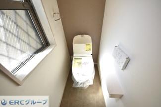 窓付きのトイレなので風水上、運のいいトイレです。