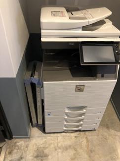2階共用部の複合機(印刷利用分の別途課金あり)