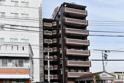 別角度外観です。総戸数49戸の落ち着いた雰囲気のマンションです。
