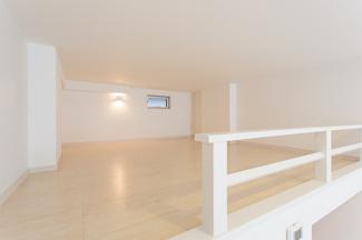 ロフト部分は、階段があることで、お部屋の中が「別世界」になりますね♪ご自分の趣味の場所としてもアレンジできるので、気分転換になりますね\(^o^)/