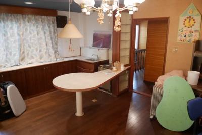 建物2 2階洋室、ミニキッチンあり。