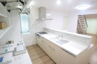 四街道市物井 新築一戸建て 物井駅 オープンキッチンで開放的!高性能カップボード付きです!