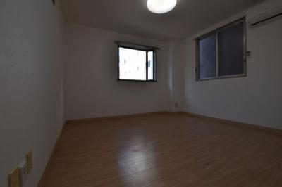 【居間・リビング】マンション・イン瓦屋町パートⅢ