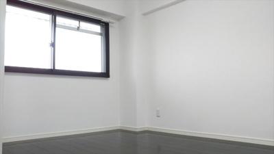 腰高窓で寝室にぴったりです。