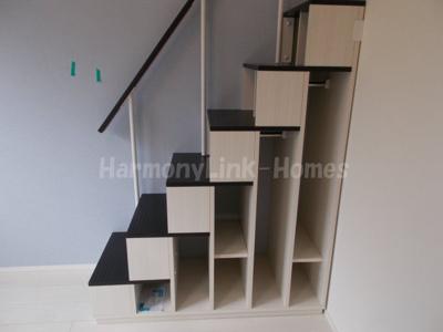 ハーモニーテラス足立Ⅶの収納付き階段(上り下り楽々)☆