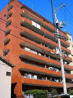 耐震性の高さを判断するポイントは、建築確認申請日が1981年6月1日以降の新耐震基準に適合しているかどうか。震度6程度の大地震でも建物が崩壊しないレベルが基準になりました。