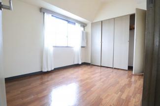 収納スペースも充実した主寝室
