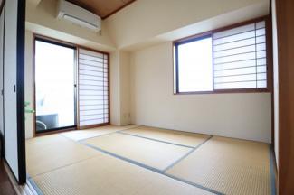 陽当り、通風のよい角部屋の和室