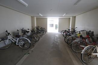 きれいに整頓された駐輪場