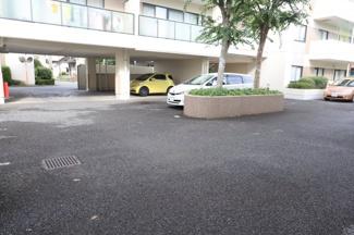 駐車しやすい広々とした駐車場