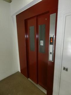 エレベーターホールやエレベーターの中まで、 管理人さんの手が行き届いており綺麗に整備されています。