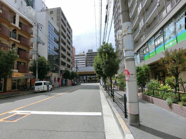 前面道路も広く歩道も整備されているので、 小さなお子様がいても安心です。