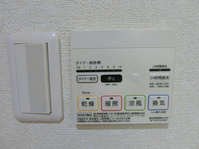 浴室暖房乾燥機付きで雨の日の洗濯物も困りません。 また花粉のツライ季節にも衣類のメンテナンスに役に立ちます♪