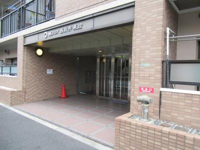 朝日パリオ西新井東館 エントランスです。
